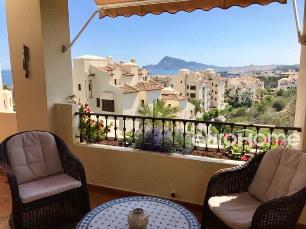 Apartamento en alquiler de dos dormitorios en residencial villa gadea de altea