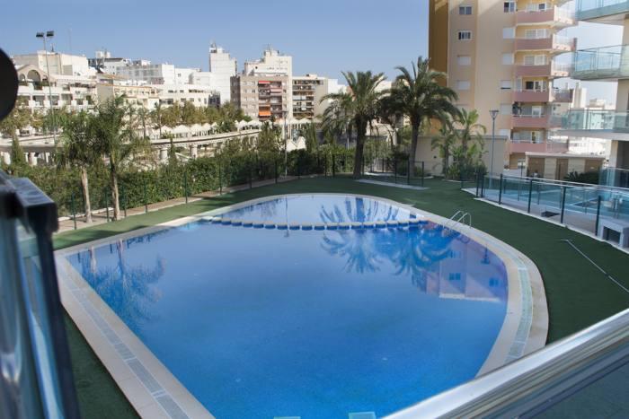 Moderno apartamento con piscina en el centro de calpe for Piscinas calpe