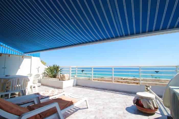 Appartement avec grande terrasse et vue imprenable sur mer for Appartement grande terrasse