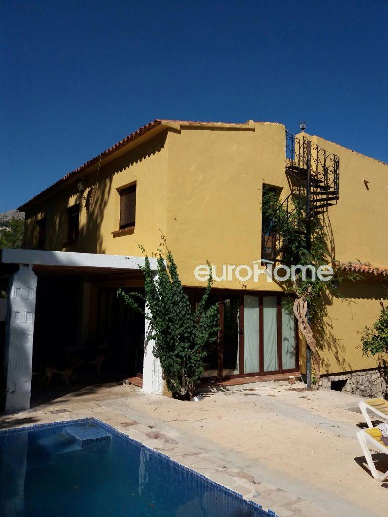 Casa en venta, cuatro dormitorios, piscina privada con vistas al mar, altea