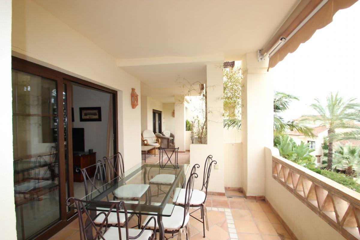 Espectacular apartamento de cuatro dormitorios en residencial de lujo junto al mar. reservado!