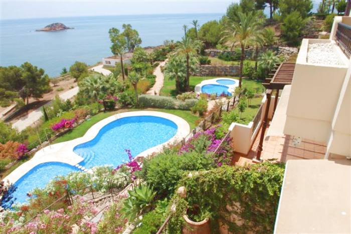 First line apartment for rent  in villa gadea with sea views