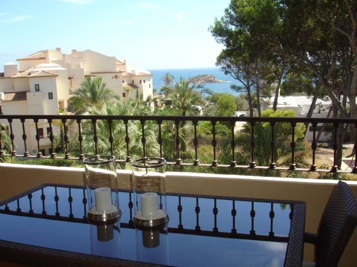 Precioso apartamento con vistas al mar de dos dormitorios