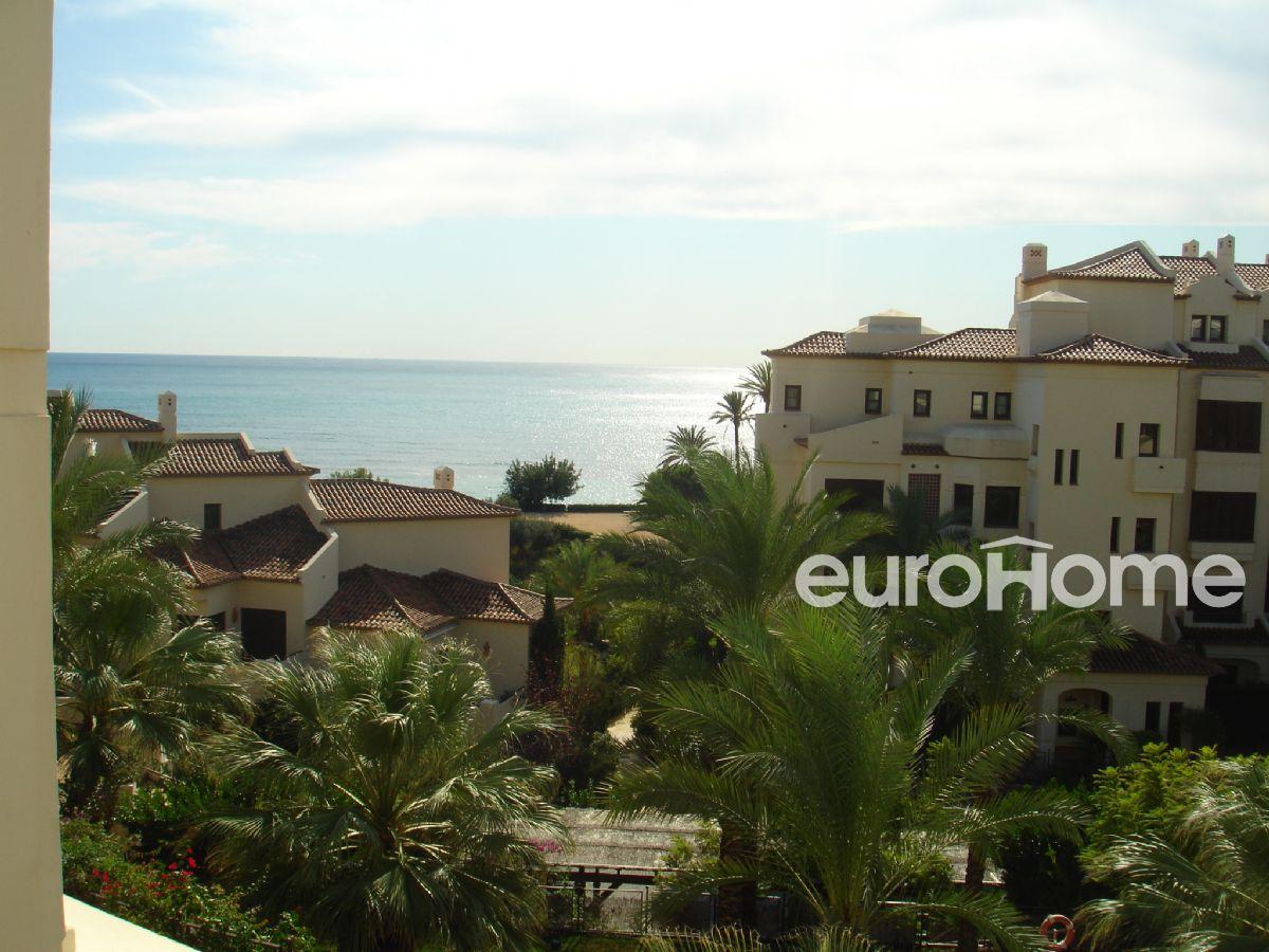 Precioso apartamento de 2 dormitorios con vistas al mar en villa-gadea