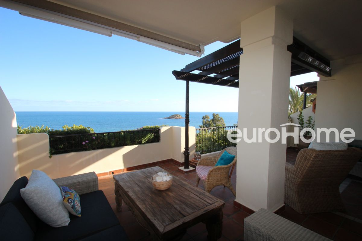 Apartment in luxury urbanization by the sea, villa gadea, altea