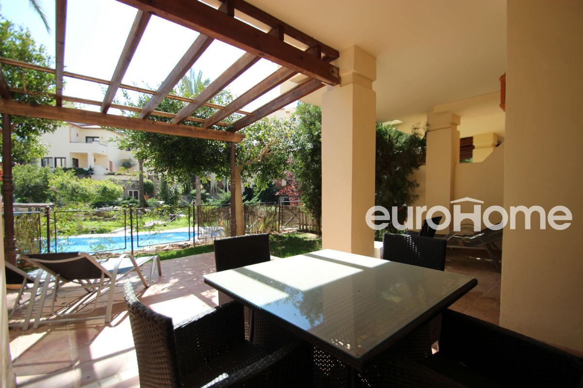 Spacious ground floor with garden in luxury urbanization by the sea, villa gadea